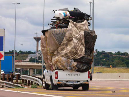 pick up con grosso carico in africa