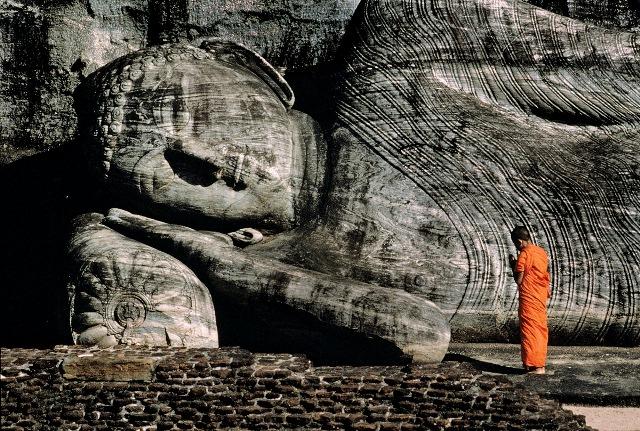 Statua del Buddha disteso in Sri Lanka