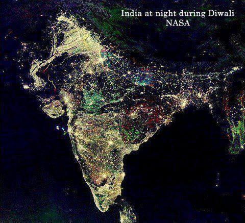 L'india illuminata durante il Diwali