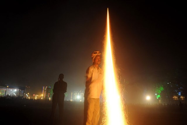 razzo durante il diwali 2013