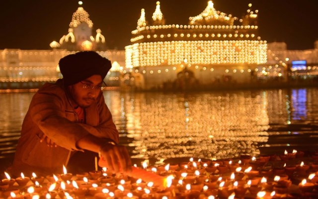 sikh al tempio d'pro a amritsar