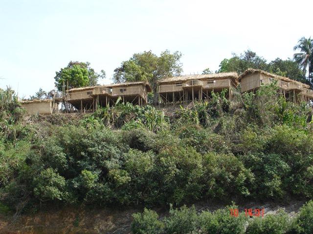 Un albergo fatto di bambu in birmania
