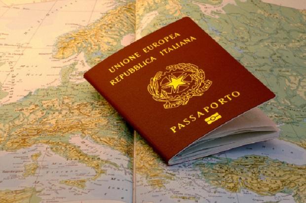 marca da bollo sul passaporto